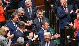 Polacy cieszą się z rezygnacji Marka Kuchcińskiego. Ale o nowym marszałku wiedzą niewiele