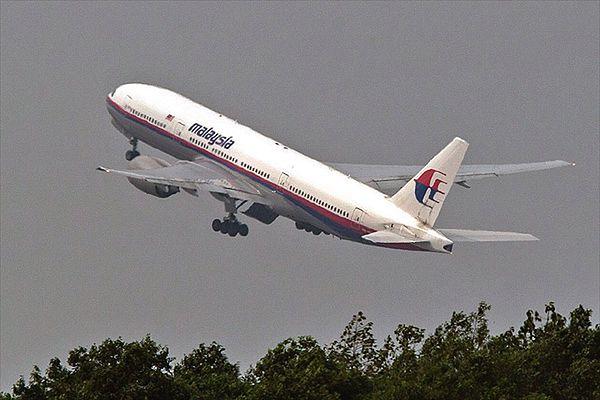 Okradali konta pasażerów zaginionego boeinga Malaysia Airlines. Protesty w Malezji