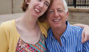 Niepełnosprawna dziewczynka nie miała gdzie się bawić. Ojciec wybudował dla niej park rozrywki za ponad 50 mln dol.