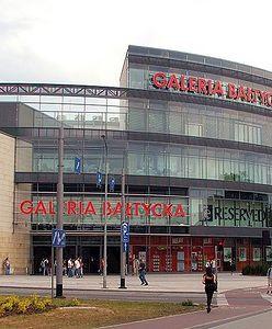 Gdańsk: biegał z ostrą maczetą po centrum handlowym. Zranił człowieka i zaatakował policjantów