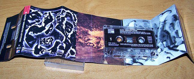 Przykład poligrafii licencjonowanej kasety z zawartymi tekstami