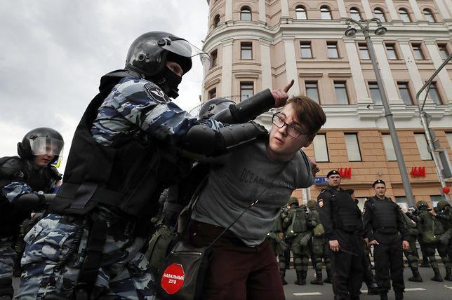Demonstracje przerodziły się w masowe aresztowania. 1,5 tysiąca osób za kratkami
