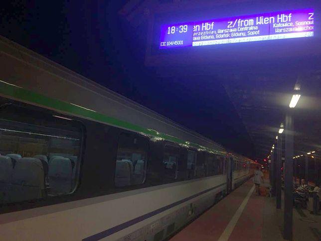Pociąg na dworcu w Gdańsku pojawił się ze 126-minutowym opóźnieniem.