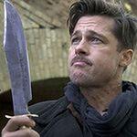 Brad Pitt akompaniuje Bruno Marsowi