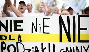 Manifestacja przeciwników powiększenia Opola pod Ministerstwem Spraw Wewnętrznych i Administracji 12 lipca 2016 r.