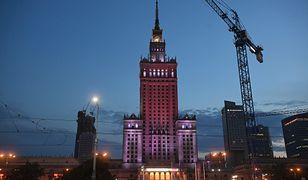 Pałac Kultury i Nauki 9 sierpnia został oświetlony barwami narodowymi Białorusi