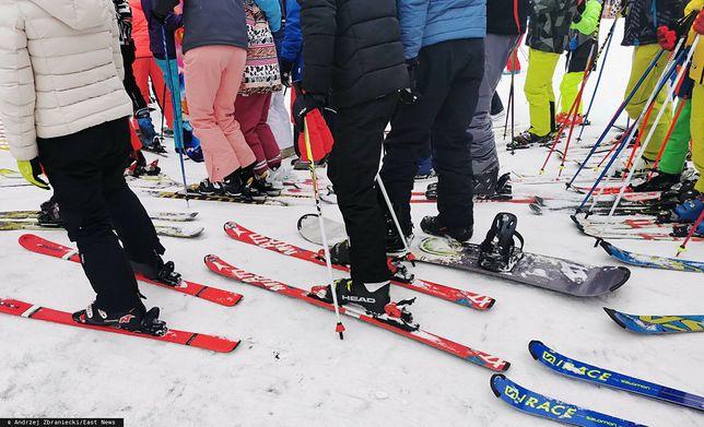 Tłumy narciarzy na stokach