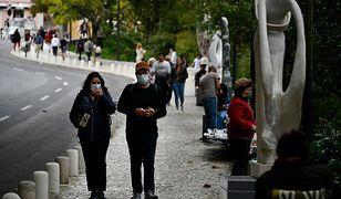 W Portugalii nie ma obowiązku zasłaniania ust i nosa. Mieszkańcy robią to dobrowolnie