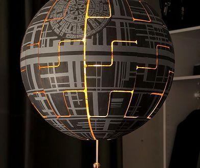 Przerobili lampę z IKEA na Gwiazdę Śmierci. Efekt? Genialny!