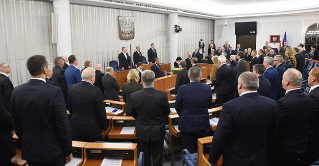 """""""Ustawa dezubekizacyjna"""" przyjęta bez poprawek w Senacie"""