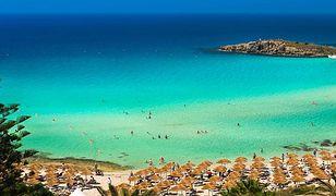 Plaża Nissi to jedno z najczęściej fotografowanych miejsc na Cyprze