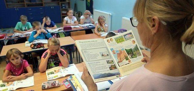 Podręcznikowy chaos w szkołach