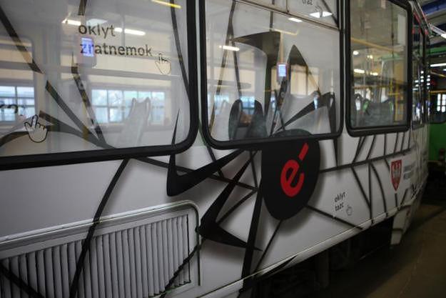 Po Poznaniu kursuje tramwaj z czarnym pająkiem