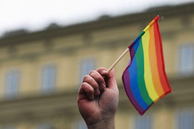 Tęczowa flaga zawisła na masztach Parlamentu Europejskiego po raz pierwszy