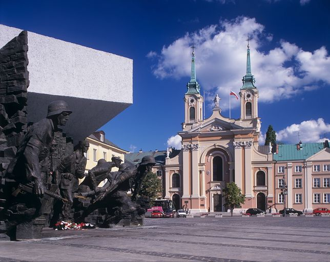 Pomnik Powstania Warszawskiego i Kościół Garnizonowy na Pl. Krasińskich w Warszawie