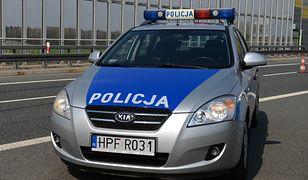 Wypadek na S8. Auto uderzyło w bariery i dachowało