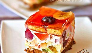Sernik z tęczową galaretką i owocami. Doskonałe ciasto bez pieczenia