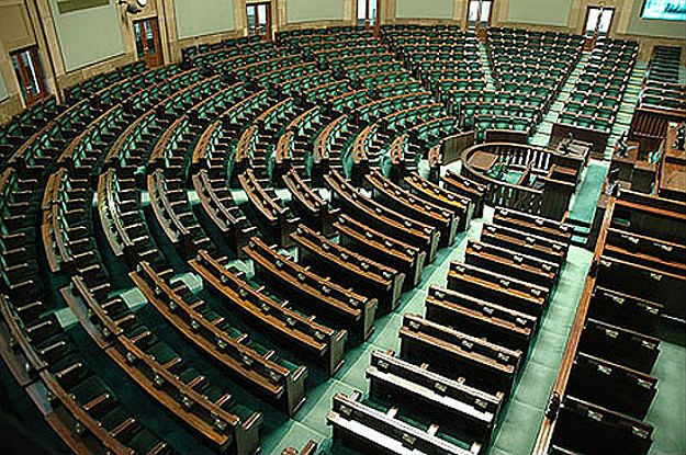 Najnowszy sondaż TNS Polska. 44 proc. chce głosować na PiS, 17 proc. na PO