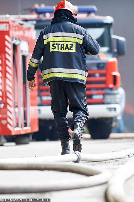 Na miejscu pożaru pracuje 10 zastępów straży