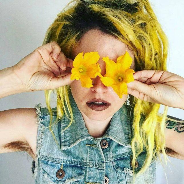 Włosy pod pachami. Nowy trend!