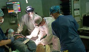 Praca lekarzy w czasie pandemii koronawirusa / fot. Filip Błażejowski