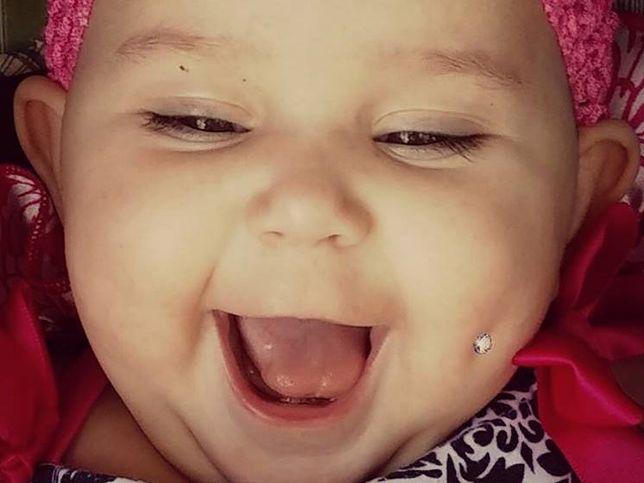 """Mama zrobiła dziecku piercing: """"To moje dziecko, mój wybór!""""."""