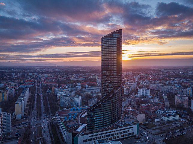 Wrocław. Sky Tower na sprzedaż. Najwyższy budynek w Polsce trafi pod młotek