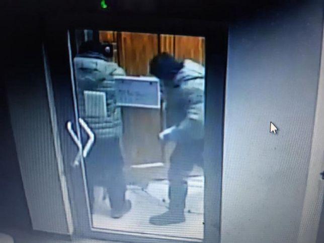 Bierutów. Eksplozja w banku. Ukradli ponad 200 tys. zł, szuka ich policja