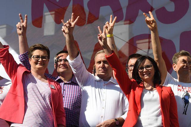 """""""Zwyciężymy"""". Powtarzanie tego słowa nie przybliża opozycji do odebrania władzy PiS-owi."""