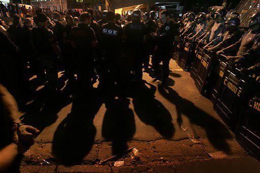 W Sao Paulo doszło do starć policjantów z... policją