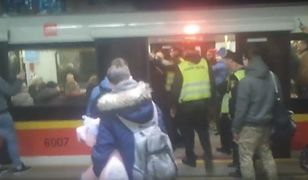 Wardęga zatrzymany przez policję. W stroju Vadera szarpał się w metrze z pasażerem [WIDEO]