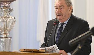 Poseł PiS Andrzej Melak chce wymienienia tablic na pomnikach upamiętniających ofiary II wojny światowej.