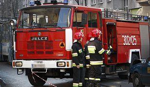 Na miejscu pracują strażacy z całego regionu
