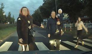 Kierowca nagrał awanturę z rodziną na przejściu dla pieszych. O co poszło?