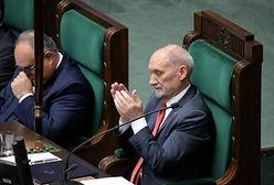 Wielki dzień Antoniego Macierewicza. Do Sejmu zaprosił swoich starych znajomych