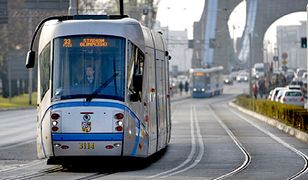 Mężczyzna po wyjściu z tramwaju groził śmiercią jeszcze innej osobie