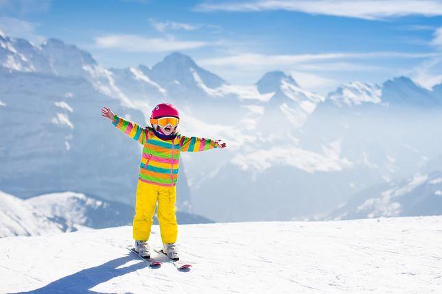 Pierwsze kroki na nartach najlepiej stawiać z instruktorem