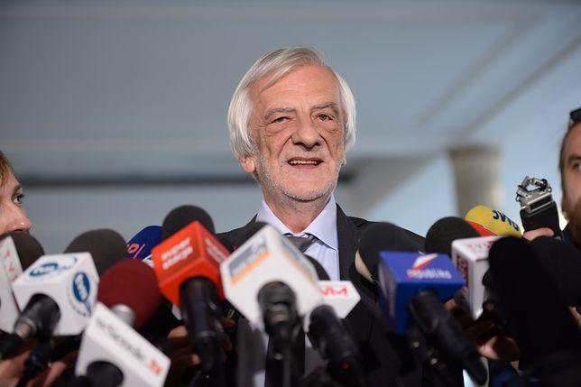 Szef klubu PiS Ryszard Terlecki odmawia odpowiedzi na pytanie o treść poprawek PiS do prezydenckich projektów ustaw