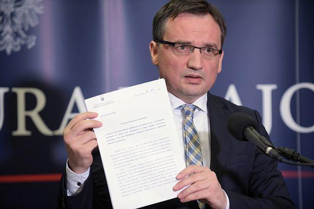 Zbigniew Ziobro podczas środowej konferencji podpisał nowe wytyczne