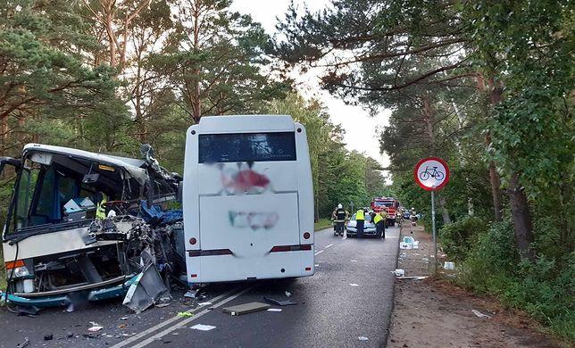 Dźwirzyno. Wypadek dwóch autokarów i busa. 14 osób poszkodowanych, w tym dzieci