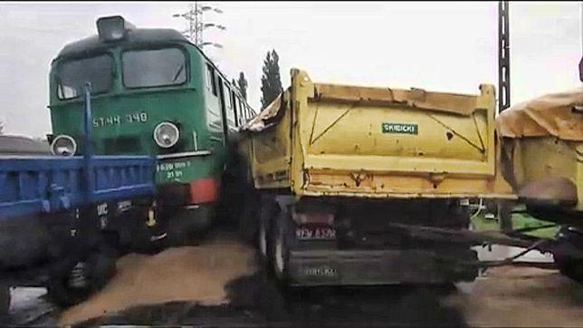Wypadek na przejeździe kolejowym [WIDEO]