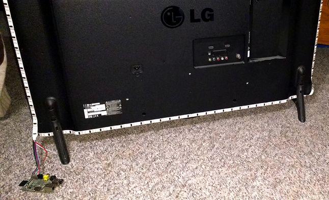 WS2801 Led Strip - taśma przyklejona do tyłu obudowy telewizora