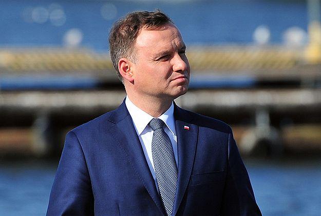 Prezydent Andrzej Duda z opóźnieniem doleciał na Węgry