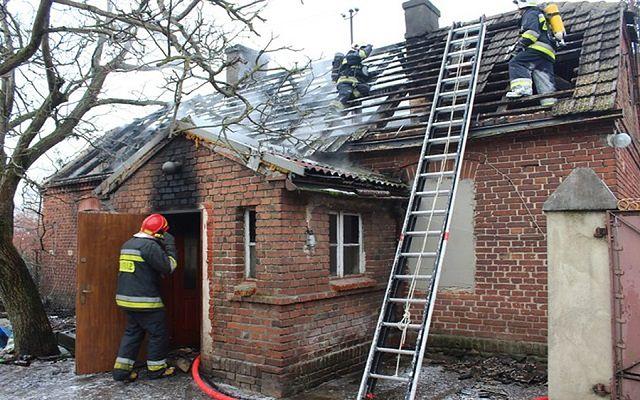 Starsza kobiet zginęła w pożarze. Syn próbował ją uratować