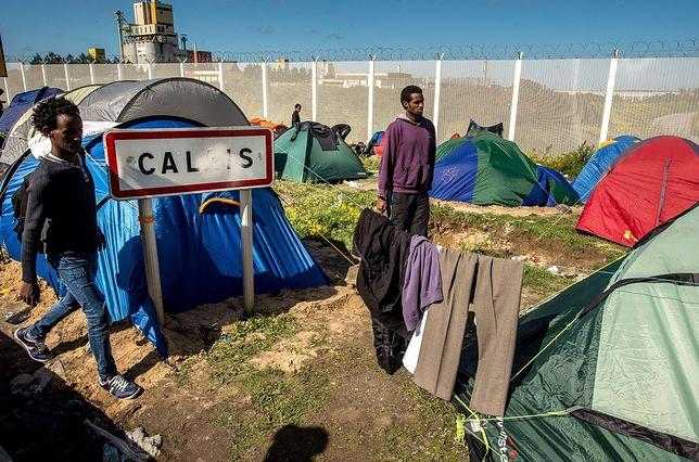 Macron obiecał wyczyścić ulice miast z migrantów.