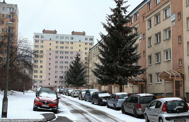 Po Jarotach, największym osiedlu w Olsztynie, grasuje agresywny mężczyzna