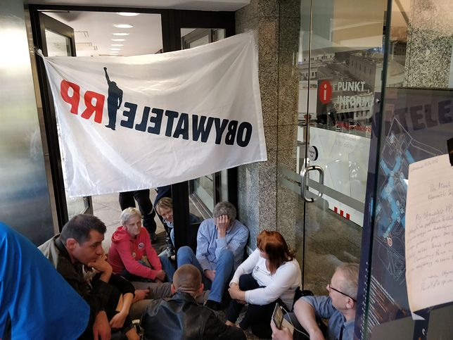 Na miejscu protestuje 30 członków ruchu Obywatele RP