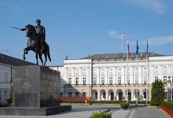 """Sasin chce """"przesunąć"""" pomnik Poniatowskiego sprzed Pałacu Prezydenckiego, aby postawić tam pomnik Lecha Kaczyńskiego?"""