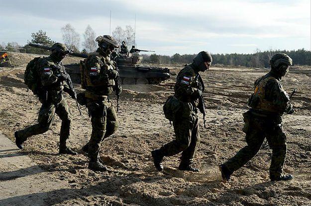 Szkolenie organizacji proobronnych w 1 Warszawskiej Brygady Pancernej w Wesołej