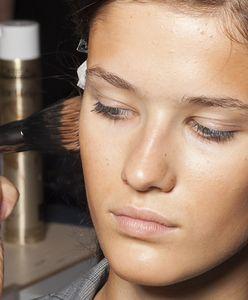Bronzery. Przegląd kosmetyków, które podkreślą twoją skórę